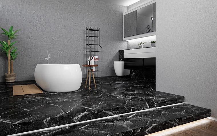 Badezimmer mit dunklem Marmor